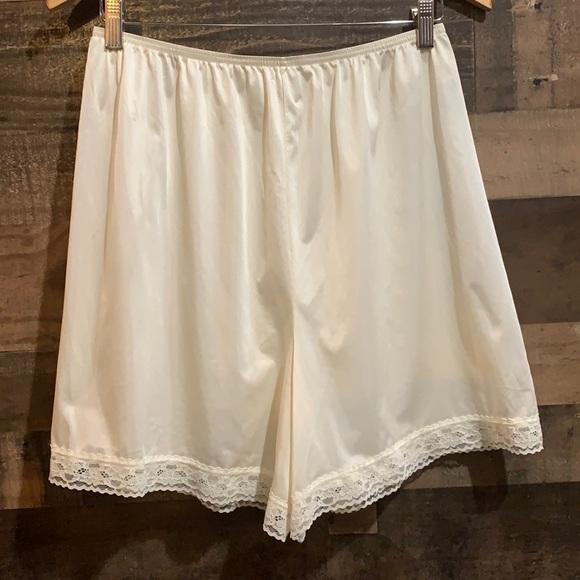 Vintage Cream Nylon Lacy Bloomers Slip Shorts Med